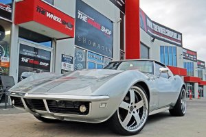 CORVETTE STINGRAY WITH 20 INCH MADINA TRACK II WHEELS  |  | CHEVORLET