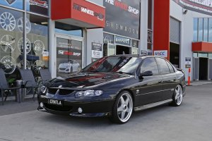 HOLDEN COMMODORE WITH 20 INCH STAR WHEELS IN SILVER  |  | HOLDEN