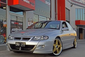 HSV WITH 20 INCH STAR WHEELS IN GOLD  |  | HOLDEN
