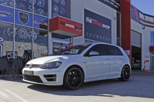 VW GOLF R WITH HR 762 WHEELS  |  | VW
