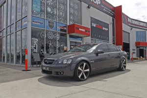 HOLDEN COMMODORE WITH INOVIT SPIN WHEELS  |  | HOLDEN