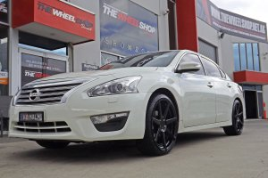 NISSAN ALTIMA WITH 20 INCH VERTINI DYNASTY WHEELS  |  | NISSAN
