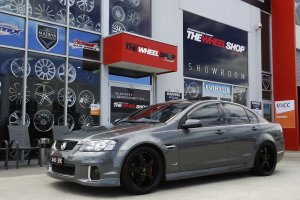 HOLDEN COMMODORE WITH 20 INCH SIMMONS FR1 WHEELS |  | HOLDEN