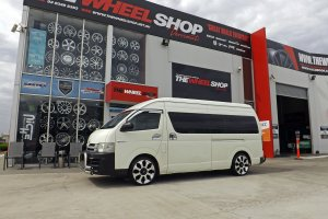 TOYOTA HI ACE WITH 20 INCH ADVANTI WHEELS  |  |