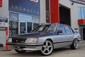 HOLDEN COMMODORE WITH 19 INCH FR 3 PIECE WHEELS  |  | HOLDEN