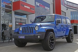 JEEP WRANGLER WITH FUEL ASSAULT WHEELS  |  | JEEP