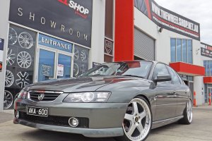 VZ COMMODORE WITH 20 INCH SIMMONS FR1 WHEELS  |  | HOLDEN