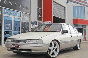 HOLDEN VN WITH 20 INCH SIMMONS FR1 WHEELS  |  | HOLDEN