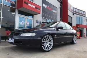 HOLDEN COMMODORE WITH 20 INCH OX WHEELS  |  | HOLDEN