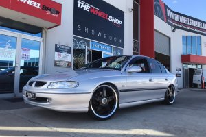 HOLDEN COMMODORE WITH 20 INCH STAR WHEELS  |  | HOLDEN