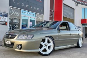 HOLDEN WITH 20 INCH WHITE FR1 WHEELS  |  | HOLDEN