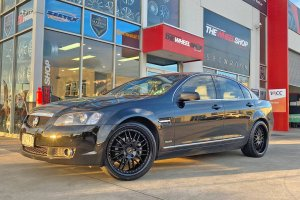 HOLDEN VE WITH 20 INCH SIMMONS WHEELS  |  | HOLDEN